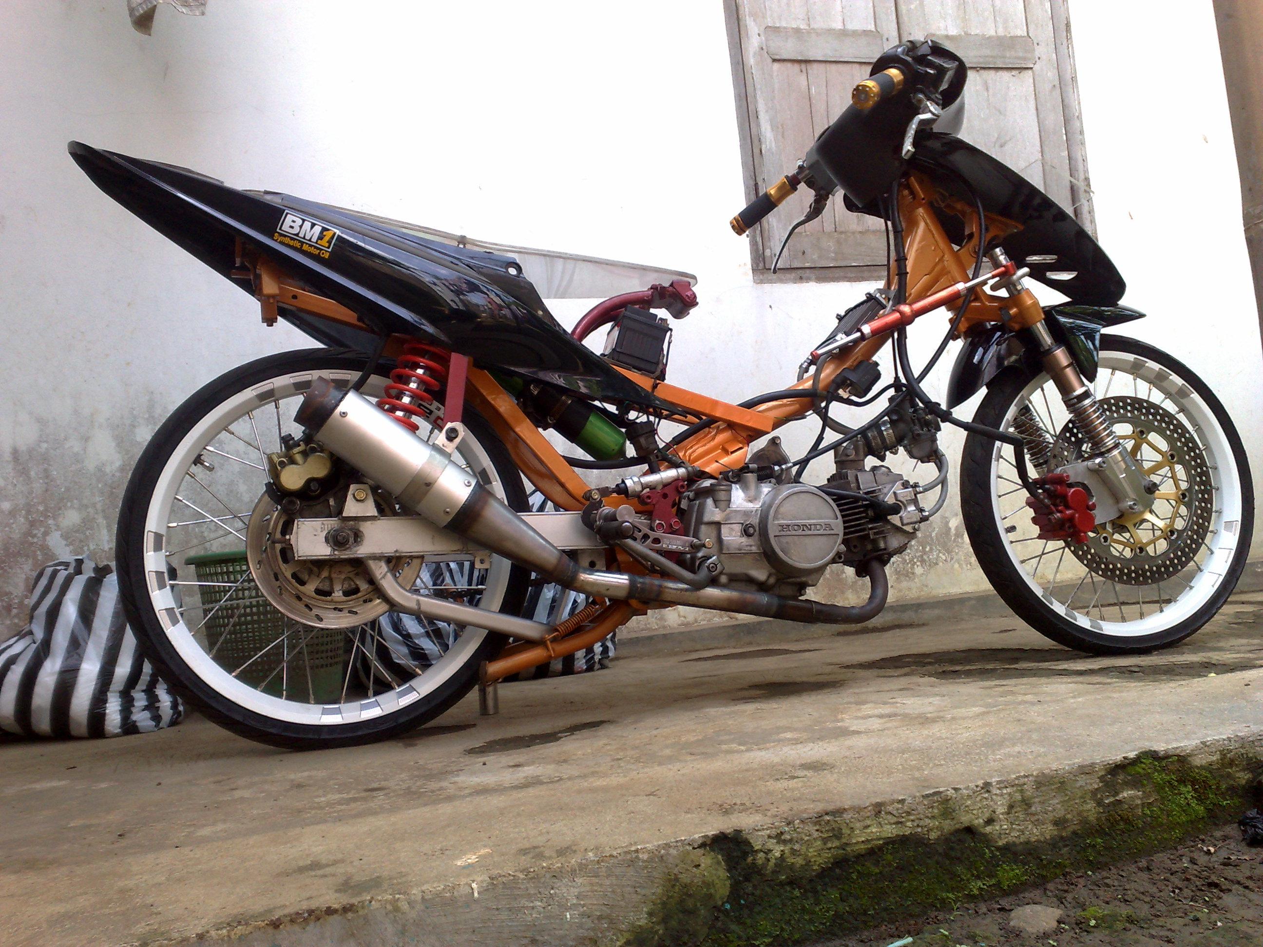 Modifikasi Motor Racing Look Otomania